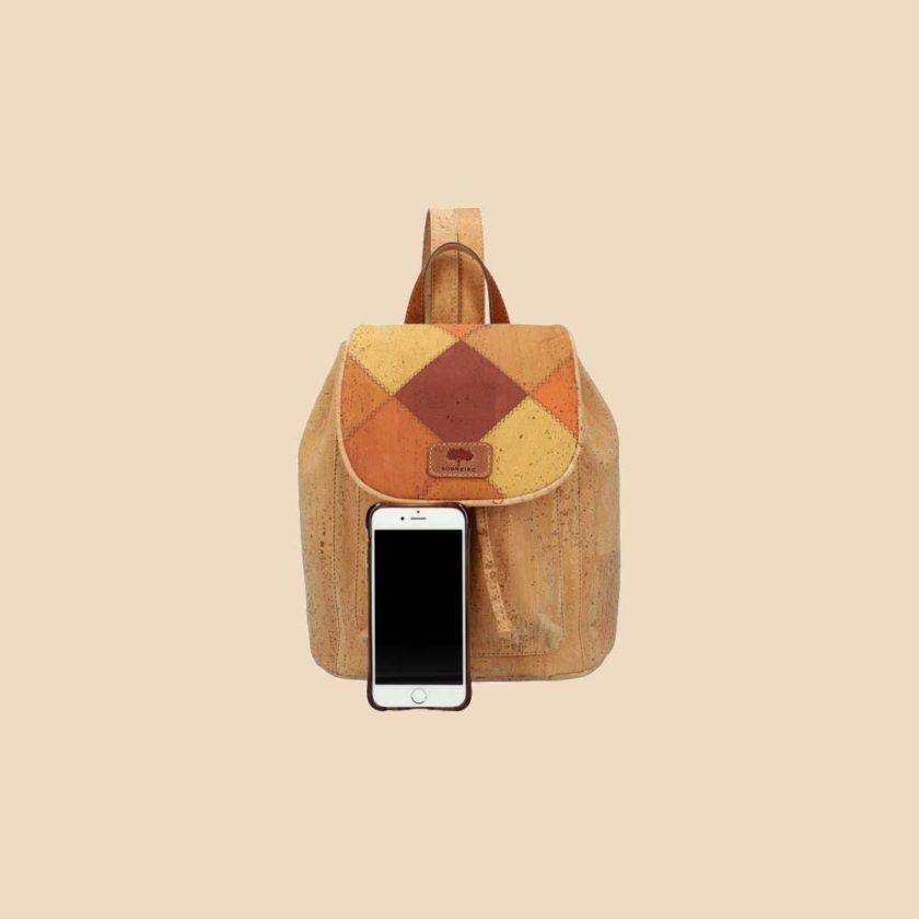 Sac à dos en liège modèle Mononoké vue téléphone couleur losanges