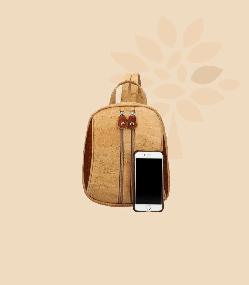 Sac à dos en liège Cybele vue de face rouge avec smartphone
