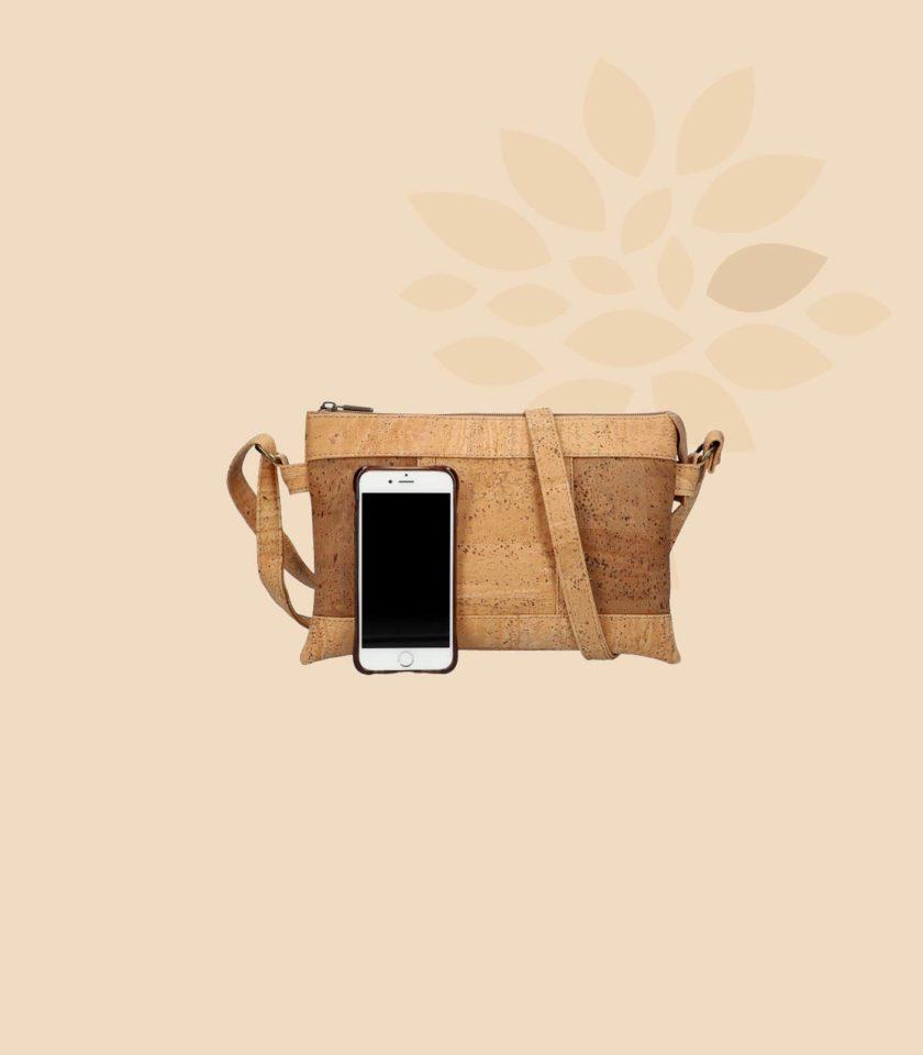 Sac bandoulière en liège Galatée vue de face couleur marron avec smartphone