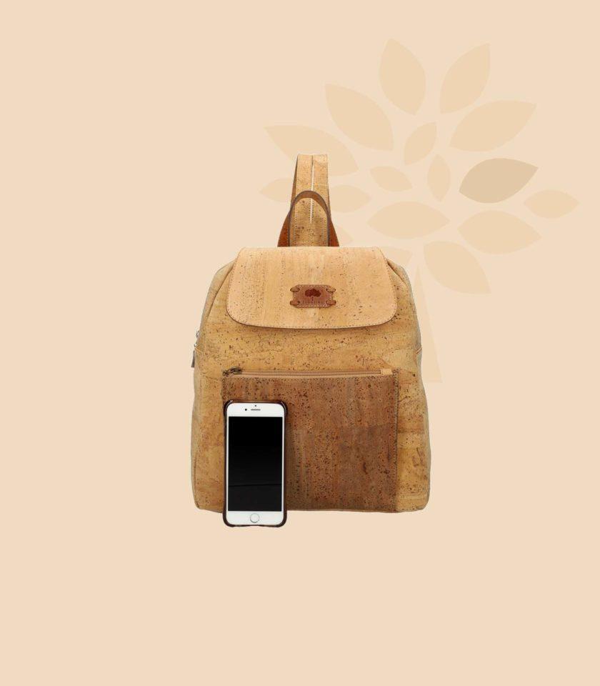 Sac à dos en liège modèle Harmonia vue de face couleur champêtre avec smartphone