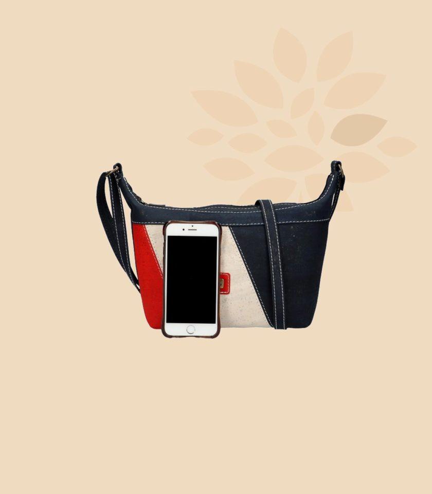 Sac bandoulière en liège modèle Marica vue de face couleur bleu rouge crème avec smartphone