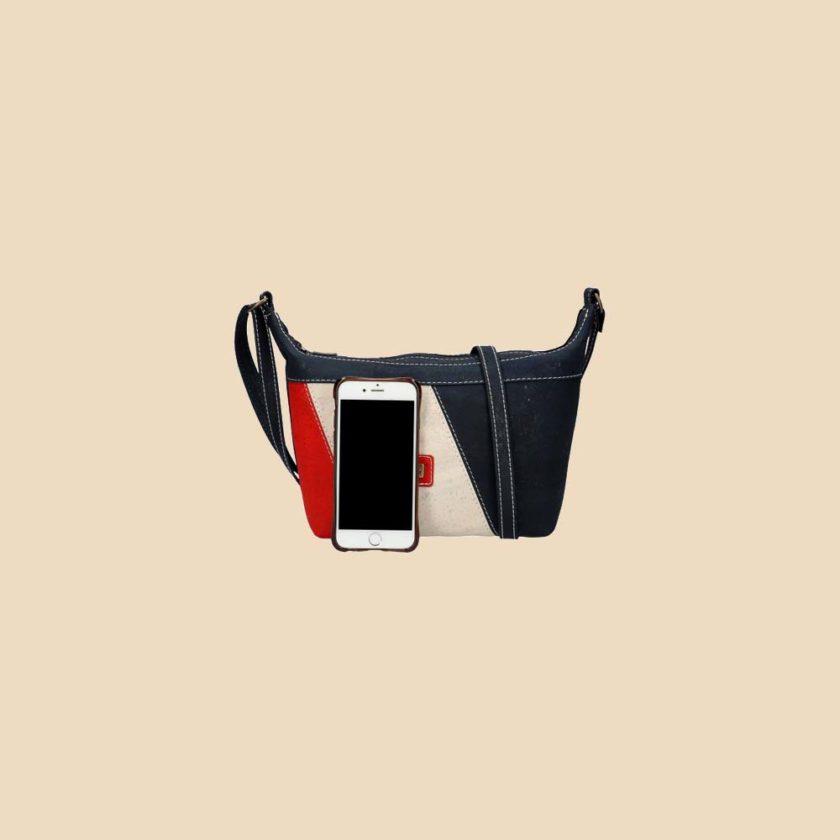 Sac bandoulière en liège modèle Marica vue téléphone couleur tricolore