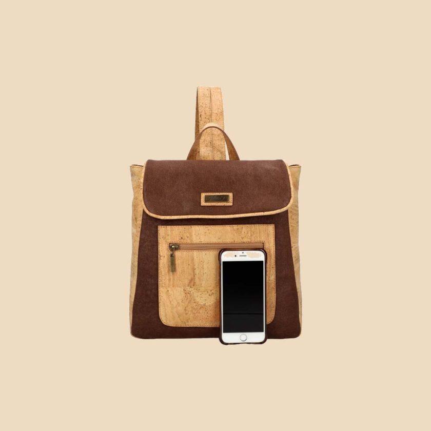 Sac à dos en liège modèle Madly vue téléphone couleur marron