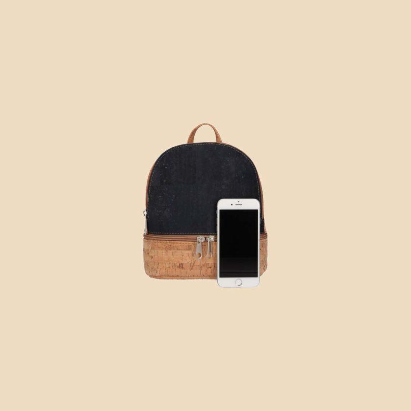 Sac à dos en liège modèle Koyi vue téléphone couleur bleu
