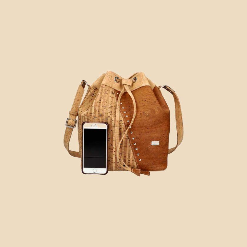 Sac à main en liège modèle Halia vue téléphone couleur liège naturel