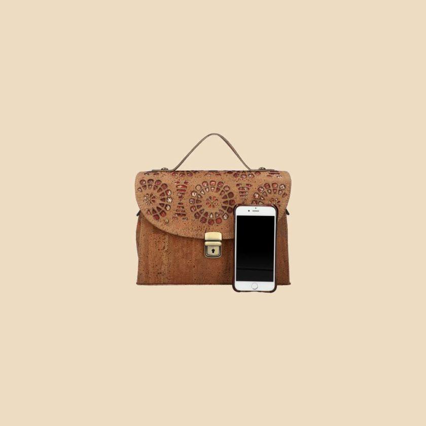 Sac à main en liège modèle Oryn vue téléphone couleur marron