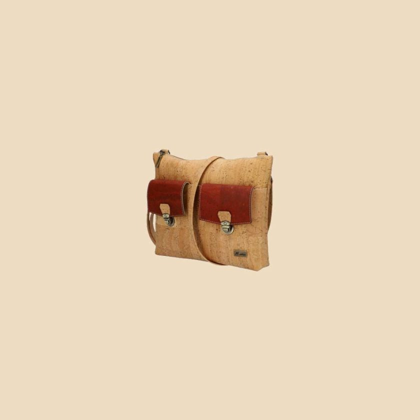 Sac bandoulière en liège modèle Emaya vue trois quarts couleur rouge